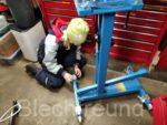 Kinder in die Oldtimer-Werkstatt